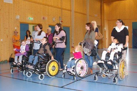 Dette bildet er tatt første skoledag i gymsalen på Mosserød skole: Ida Vestli (f.v.), Leah Marikken Thorheim, Elias Tenvik-Solfjeld og Sara Løkkemyhr El-Sayed.