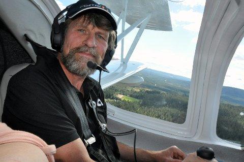LUFTENS MANN: Per Gunnar Stensvaag startet med hangglidere i 1975, og har siden da flydd både småfly og store kjemper. Som kaptein i SAS får han også dyrket lidenskapen for luften gjennom jobben. Alle Foto: Randi Helen Nodeland