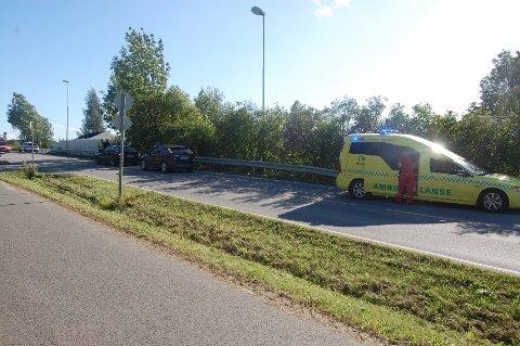 Ett lite barn ble sendt til sjukehus etter ulykken i Furnesvegen sør for Brumunddal.