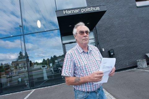 Kaj W. Teppen leverte en anmeldelse mot en navngitt saksbehandler hos Fylkesmannens miljøvernavdeling.
