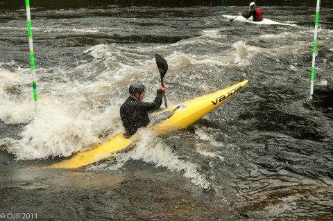 Jonny Haugen (23), som representerer Larvik Padleklubb, vant sitt tredje NM-gull i padling forrige helg.