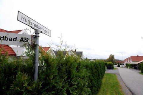 Tre små gutter ble forsøkt lokket til en bil som kom kjørende i Hunsrødsvingen i Sandefjord.