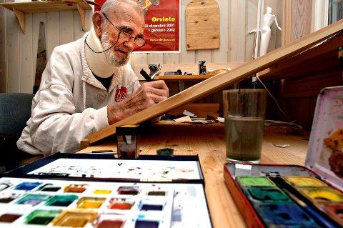 Det var tegner han ville bli, Odd Børretzen, og tegne gjorde han til det siste, selv om han kanskje ble mest kjent for musikken - og samarbeidet med Lars Martin Myhre. Natt til lørdag døde Odd Børretzen. Bildet er tatt på Børretzens 80-årsdag.