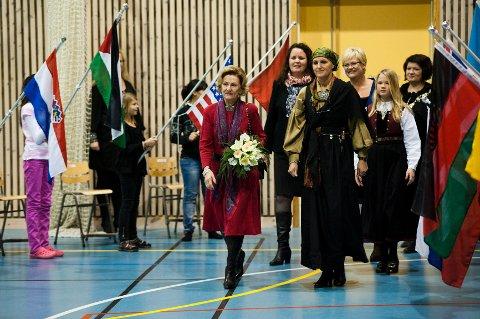 Dronning Sonja besøker Fagerlund skole sammen med kunnskapsminister Kristin Halvorsen og fylkesmann i Hedmark Sylvia Brustad.