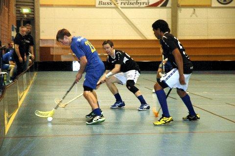 Erik Wilhelmsson (t.h.) og Steffen Løvlund (midten) og resten av NOR 92 leverte en durabel sluttspurt mot Bækkelaget lørdag.