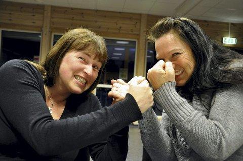 REVY: Kari Flathus Hansen (t.v.) og Torunn Irene Rugaas er to av sju som skal på scenen i «Elle mot Elle».