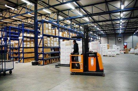 Ungdommer på A-laget blir tilbudt jobb på at lager for Horze-produkter like ved menighetens stevnested i Pagedal i Nederland. Lageret drives av underleverandøren Northern Logistics, som er eid av den samme nederlandske stiftelsen som eier snaut en fjerdedel av Finn-Tack/Horze-konsernet.