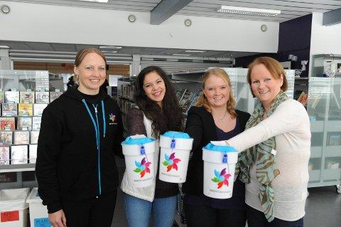 Sanderussen bidro. Elisabeth Berentzen (Kreftforeningen), innsamlingsleder Sandra Engen Birkeland, aksjonssjef Elin Johannessen og Siv Thomassen (friskmeldt kreftpasient).