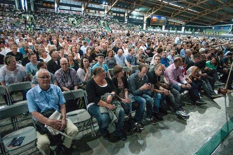 Sånn ser det ut når 8.500 publikummere venter på sin store helt.