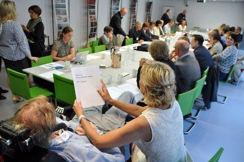 Nesten 30 eksperter fra Norge og Sverige deltok i møtet til ministeren fredag.