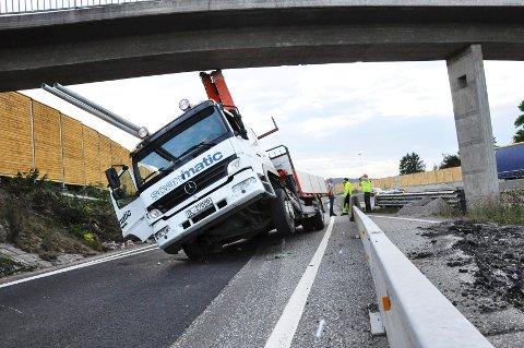 Lastebilen ble stående fast i over en time før den ble dratt løs av Viking. Imens var innkjøringen til Tønsberg og Sem sperret, og bilistene måtte finne alternative ruter inn til byen.