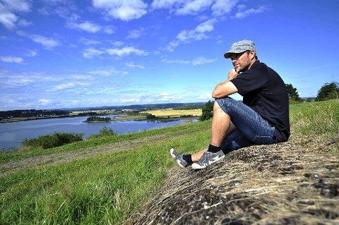 Tennisinstruktør Odd-Erik Helgesen (44) er eloverfølsom, og ønsker å komme i kontakt med likesinnede. På Slottsfjellet har han funnet sin oase.
