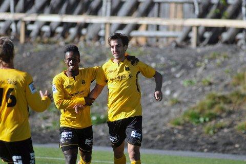 Spanjolen har scoret fem mål på sine syv kamper for de gule og svarte. Her med spisskollega Emmanuel Amarh (til v.).