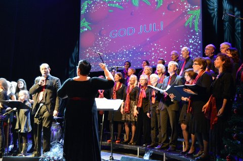 """Gospelkoret avsluttet kvelden med å synge """"O'helga natt"""""""