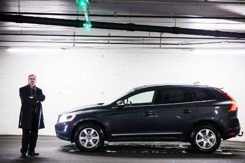 Bak rattet i sin splitter nye Volvo XC60 føler direktøren i Trygg Trafikk, Jan Johansen, seg nettopp trygg i trafikken. Han valgte denne bilen fordi produsenten vektlegger sikkerhet høyt, men han minner om ansvaret til den som sitter bak rattet også.