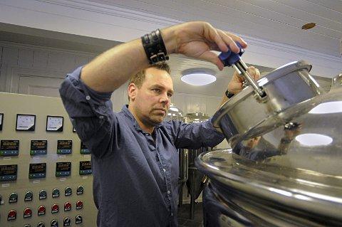 Ildsjel: Restaurantsjef Mikael Rydell er ildsjelen bak brygging av lokalt øl.  FOTO: IRENE MJØSENG