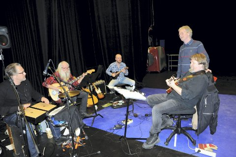 BANDET: Birger Mistereggen (f.v.) Sveinung Hovensjø, Joachim Svendsen, Øystein Sunde (observator) og Tom Steinar Lund.