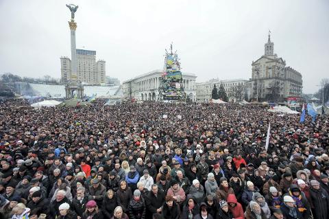 Demonstrasjoner fra gatene i Kiev i uken som har gått hadde stort omfang. I dag var situasjonen på Krim-halvøya gjenstand for hele verdens øyne, da russiske styrker trappet opp sin tilstedeværelse til nivåer som ble betegnet som en «krigserklæring.»