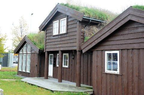 Har hytta torvtak? Da bør du ta en tur på taket for å sjekke at torven ikke har seget nedover i løpet av vinteren.