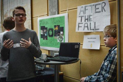 """Simen Murud og Mathias Linden fra Tiselgård ungdomsskole, vant prisen Kodu Narr, beste interaktive fortelling, for spillet """"After the falls"""""""