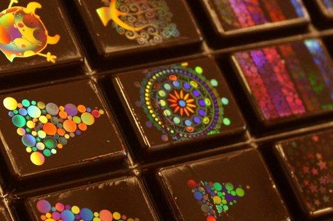 Morphotonix har lykkes med å lage holografiske mønstre i sjokoladen.