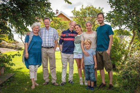 ... TV-serien «Neste sommer» er god butikk for boligmarkedet i Hvitsten. Her ser vi en rekke av filmskuespillerne i den velkjente TV-serien.