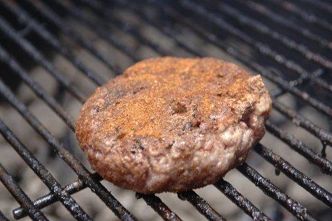 Pass på at hamburgerne er godt gjennomstekt.