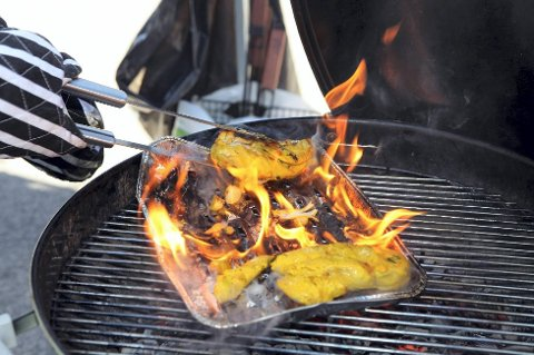 Hold grillen under oppsyn så lenge den er varm, er ett av flere råd til sommerens grillkokker.