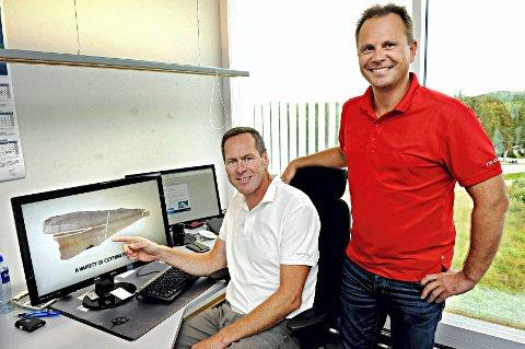 Åsmund Haga (sittende) og Roy Arne Sørvik i Marvel Averøy har grunn til å smile optimistisk.