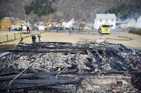 Mye av økningen i brannserstatningene er relatert til storbrannene i Lærdal (bildet) og Flatanger.