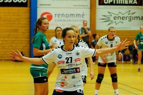 MOT SKRIM: Henriette Jarneid og Flint spiller 3. runde NM i Slagenhallen i kveld. Foto: Sven-Erik Syrstad