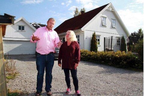 Ekteparet Petter og Linda Gulbrandsen er rammet av en eksplosjon i tomtefesteavgiften.
