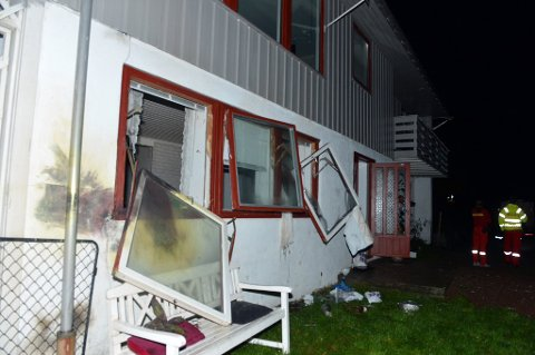 Huset har fått store skader.