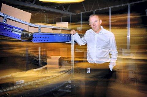 - Alle varer mellom 200-500 kroner som tidligere hadde moms, vil nå bli sendt fra selskapet i Sverige uten moms, sier konsernsjef Ole Vinje i Komplett.