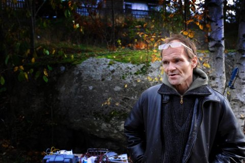 FIKK IKKE HJELP: Torbjørn Høyer ble funnet bevisstløs midt i veien på Tjøme. AMK nektet å sende ambulanse. Rusmisbrukeren holdt på å dø. (Foto: Terje Wilhelmsen)