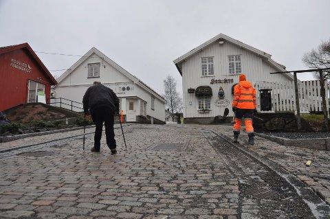 Den universelle utformingen gikk fløyten og Vestby kommune må bla opp en ny million for å fjerne steinen igjen.