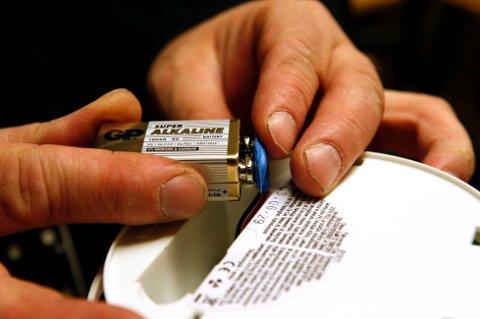I dag er det 1. desember og det betyr at batteriet i røykvarsleren må skiftes igjen. Foto: NTB scanpix/ANB