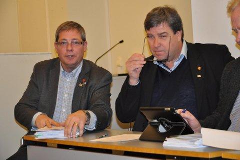 TUNG START: Pål Engeseth og ordfører John Ødbehr fikk fire utmeldelser fra egen Høyregruppe som start på budsjettdebatten.