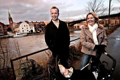 Trine Lindtad og Torben Henriksen med sønnen Selmer synes Fredrikstad er en trygg by å bo i. Men de savner et bedre kuturtilbud, noe Oslo-folk ifølge en ny undersøkelse tror er svært bra i byen.
