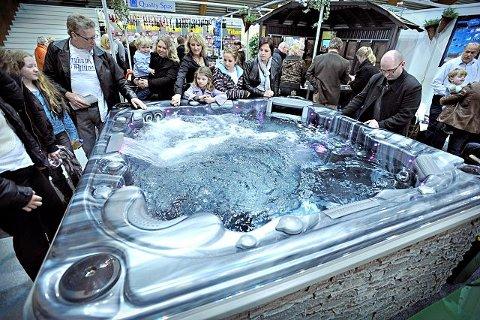 Luksuskar Det var mange som var interessert i massasjebadene fra Quality Spas.