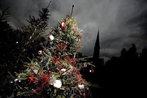 Bak juletrepynten skjuler det seg en skog av kristne symboler.