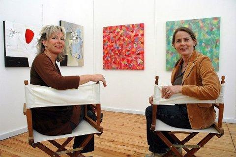 <b>FARGESTERK. </b>Det blir et fargesterkt møte med modernistene Wenche Emely Nessler ( til h.) og Yngvill Lassem i Galleri Athene. FOTO: BJØRN ZARBELL-ENGH