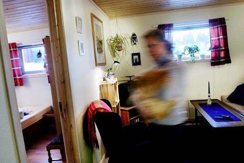 <b>PÅ VANDRING.</b> Å være trofast mot én bank er neppe lønnsomt. Ekspertene anbefaler å shoppe rundt, og ha boliglån, innskudd og lønnskonto i ulike banker. (FOTO: Henrik Björnsson)