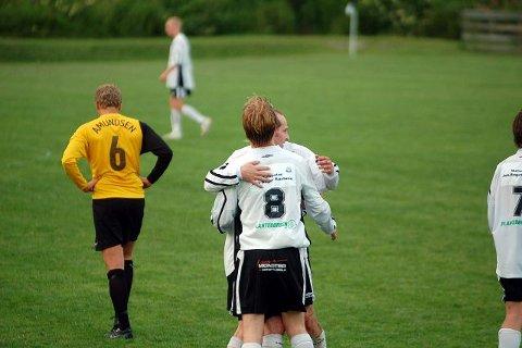 <b>NEDTUR OG OPPTUR. </b>Solbergspillerne hadde mye å juble for, mens Åskollen-guttene fikk litt å tenke på i sommerpausen.