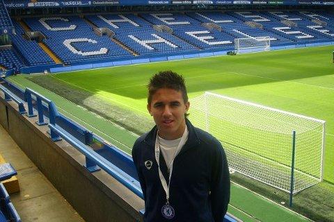 <b>OMVISNING.</b> Mergim Hereqi fikk seg en omvisning på Stamford Bridge i forbindelse med treningsoppholde i Chelsea. FOTO: PRIVAT