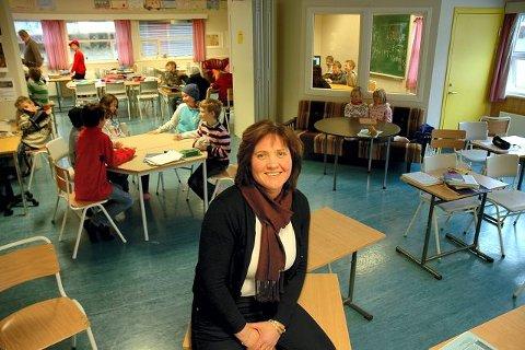 FORNØYD. – Elevene og lærerne har all god grunn til å være fornøyd med skolene i Svelvik, sier rektor Karen Tone Børsum Hernandez. FOTO: BJØRN HAAKON NILSEN