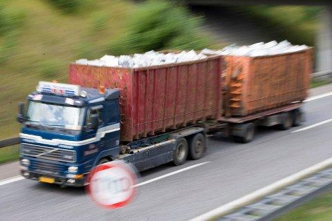 Kristi K. Galleberg (SP) synes ikke noe om at 60-110 lastebiler vil dundre gjennom Sande sentrum hver vei pr dag, 5 dager i uka i 14 måneder.