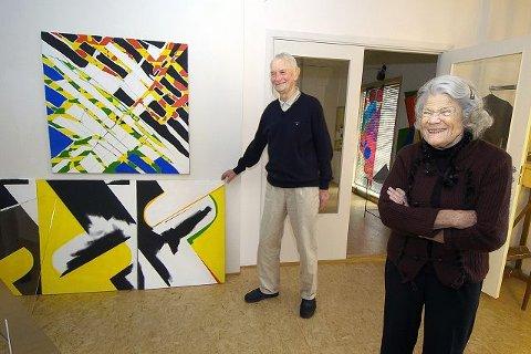 LANGSIKTIG: Det er mye kunsthistorie innenfor veggene hos Numme og Odd Tandberg i Ås. Bildet med gult, sort og hvitt ble påbegynt i 1955 og fullført i 2005.FOTO: CHRISTIAN CLAUSEN.