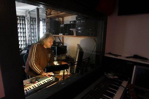 I studio: Øyvind Henriksen i Moys har eget studio, hvor bandet gjør grunninnspillingene til Jølsen-platen.