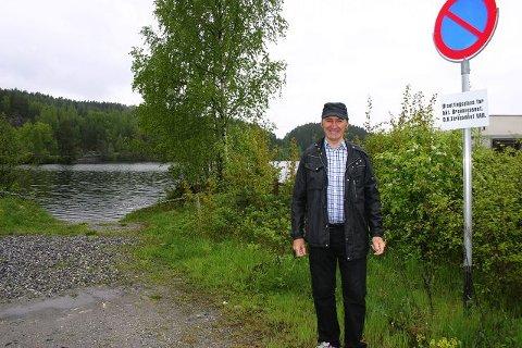 Av praktiske årsaker blir stokkbåten tauet hit til Ringnes før den blir heist opp og fraktet til Follo Museum.